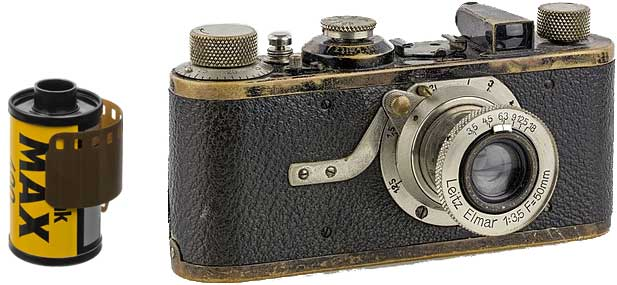 camera-with-its-roll-film