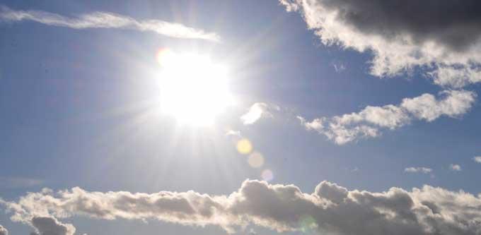 sun-between-clouds