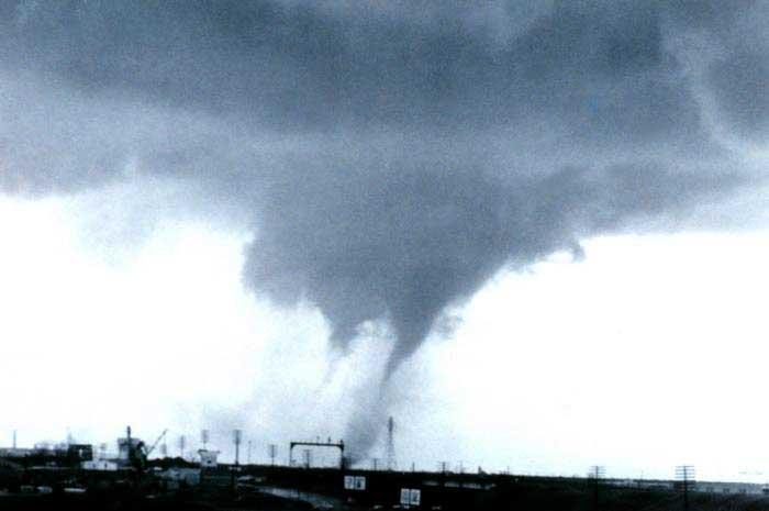 multi-vortex-tornado
