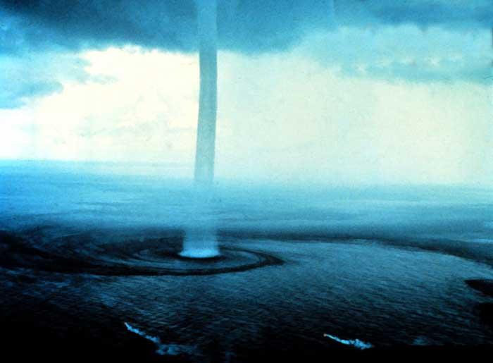 waterspout-tornado