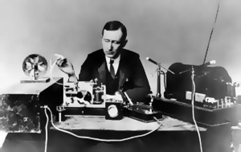 Guglielmo-Marconi-wireless-signal-working